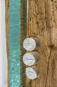Holzobjekt mit Glas von Jürgen-Ferdinand Schulz