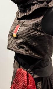 Perfekte Abstimmung zwischen Mode und Schmuckstück
